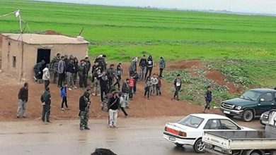 Photo of Al-Qamishli countryside's locals confronted two American convoys who tried to cross by their villages