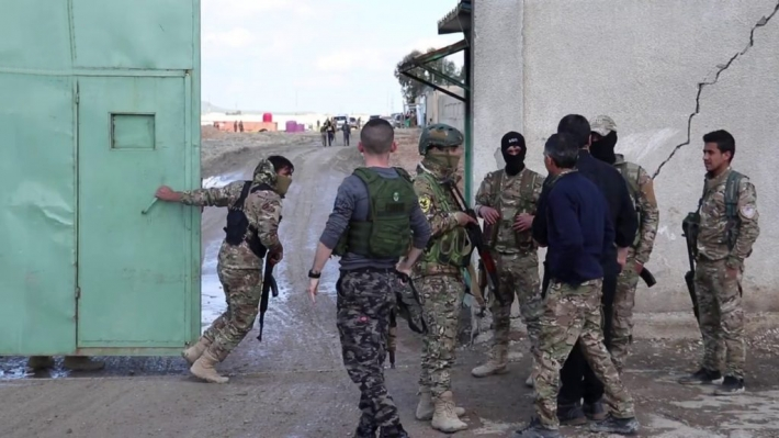 """""""SDF"""" controls """"Al-Sinaa"""" prison after the disobedience of ISIS detainees."""