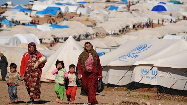 Lebanon is trying to bring back the Syrian refugees to their country with Russian guarantees .